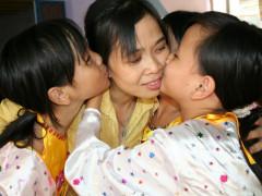 Chuyện về người mẹ của gần 400 đứa trẻ ở Trung tâm nhân đạo Quê Hương