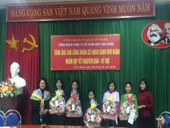 Công đoàn cơ quan Trung ương Đoàn tặng quà Tết cho cán bộ, nhân viên có hoàn cảnh khó khăn