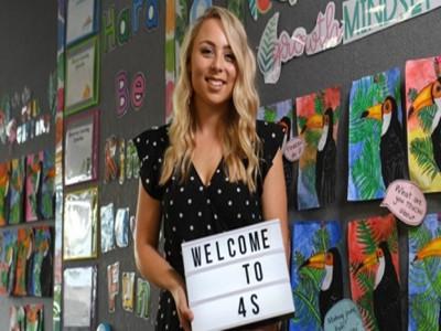 Giáo viên Australia khoe ảnh phòng học qua Instagram