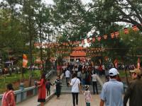 Du khách thập phương nô nức trẩy hội Lim – Bắc Ninh