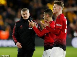 MU bị Wolves đá văng khỏi FA Cup: Sau tệ nhất là trắng tay?
