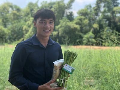 Lê Quốc Trí với mô hình làm giàu từ trồng cây măng tây