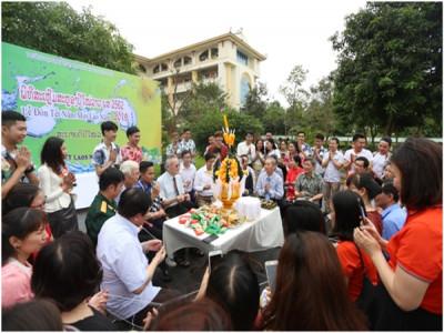 Lưu học sinh Lào tưng bừng đón Tết truyền thống