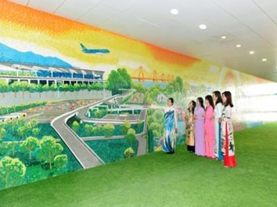 """Ấn tượng bức tranh gốm """"Hà Nội xưa và nay"""" ở sân bay Nội Bài"""