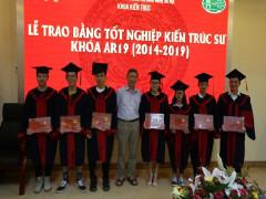 Khoa Kiến trúc tổ chức Lễ trao Bằng tốt nghiệp Đại học chính quy cho sinh viên khóa 19