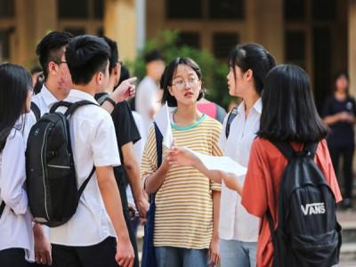 Phụ huynh, học sinh Hà Nội chạy đua nước rút trước kỳ thi vào lớp 10
