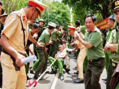 Thanh niên, phụ nữ Công an Đắk Lắk tranh tài kéo co