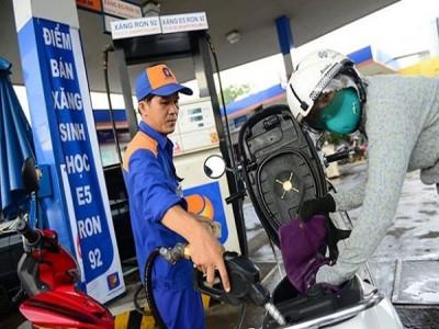"""Giá xăng dầu tăng giảm, người kinh doanh """"bơ"""" chuyện giảm giá hàng hoá"""