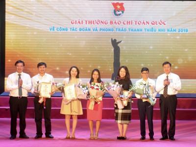 Trao Giải thưởng báo chí về công tác Đoàn và phong trào thanh thiếu nhi