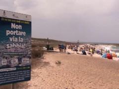 Cặp vợ chồng người Pháp phải đối mặt với án tù vì lấy cát từ một bãi biển ở Sardinia