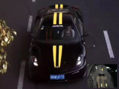 Dây an toàn kiểu xe đua của siêu xe Ferrari 430 Scuderia khiến chủ nhân gặp rắc rối