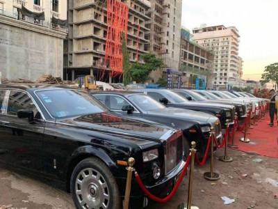 Hơn 10 chiếc Rolls-Royce của đại gia Campuchia tập trung đến dự khai trương một sòng bạc cao cấp