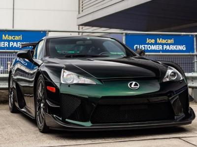 Thiếu gia 24 tuổi Thái Lan đổi màu sơn xanh lục bảo cho siêu xe hàng hiếm Lexus LFA