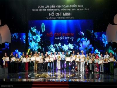 Thủ tướng dự cuộc  giao lưu điển hình tiên tiến học tập và làm theo tư tưởng, đạo đức, phong cách Hồ Chí Minh