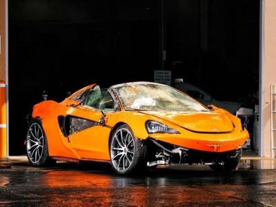 Vì sao siêu xe mui trần McLaren 570S rơi xuống vách đồi cao 90 mét mà không ai bị thương?