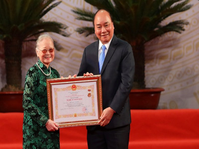 NSND Kim Đức 88 tuổi vẫn miệt mài truyền dạy ca trù