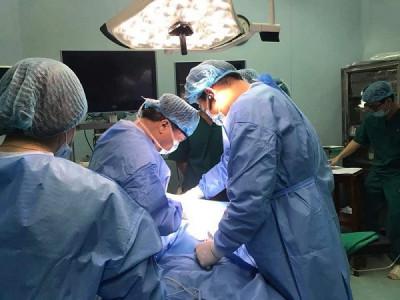 Phẫu thuật thành công cho bé 3 tuổi mắc ung thư tuyến giáp thể tủy di căn