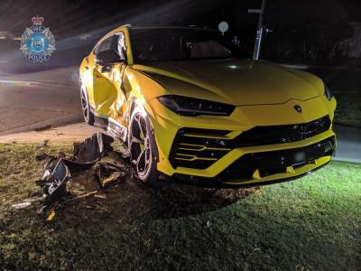 Thiếu niên 14 tuổi lái xe ăn trộm, tông móp sườn siêu SUV Lamborghini Urus