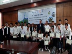 Công ty TNHH Điện lực AES-TKV Mông Dương trao tặng học bổng cho sinh viên ngành điện