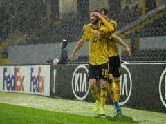 Thủng lưới phút cuối, Arsenal đứt mạch toàn thắng ở Europa League