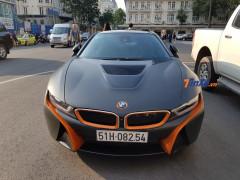 BMW i8 mang bộ áo