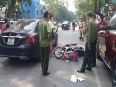Hà Nội: Bỏ chạy khi gặp CSGT, nam học sinh đi xe máy tông vỡ đèn xe sang Mercedes-Benz