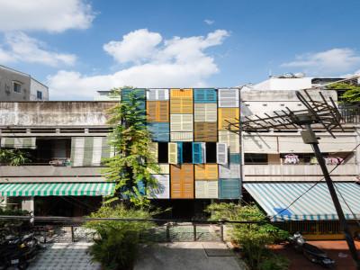 Nhà Sài Gòn sở hữu diện mạo ấn tượng sau cải tạo nhờ cửa sổ gỗ chớp