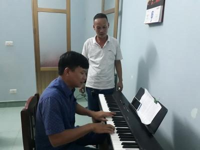 Thầy giáo dạy nhạc đa tài ở huyện miền núi Tiên Yên