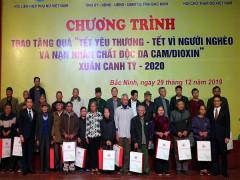 Phó Thủ tướng trao quà Tết cho người nghèo, nạn nhân chất độc da cam
