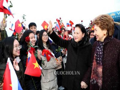 Chủ tịch Quốc hội gặp cộng đồng người Việt tại Thủ đô Moscow