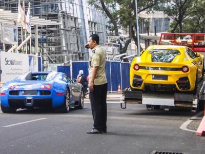 Bugatti Veyron và Ferrari F12tdf của nhà giàu Indonesia bất ngờ