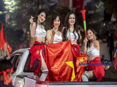 Đội tuyển Việt Nam vô địch SEA Games sau gần 60 năm, người dân Hà Nội ùa ra đường