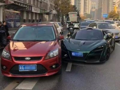 Trung Quốc: Sự thật tin đồn chủ McLaren 720S bỏ ra hơn 460 triệu đồng mua hẳn chiếc Ford sau tai nạn