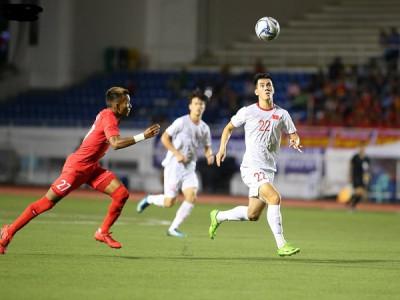 Đức Chinh ghi bàn muộn, U22 Việt Nam tiến sát bán kết SEA Games