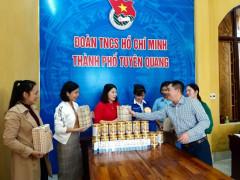 Thanhnienviet trao quà và thăm mô hình thanh niên phát triển kinh tế tiêu biểu của Thành đoàn Tuyên Quang
