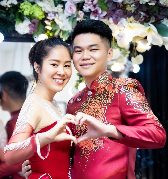 Vợ chồng Lê Phương làm mẫu áo dài