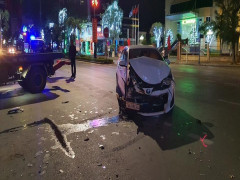 Quảng Bình: Rạng sáng mùng 3 Tết, Toyota Vios đâm lật Hyundai Tucson