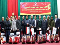 Trưởng Ban Tuyên giáo Trung ương tặng quà Tết hộ nghèo, gia đình chính sách