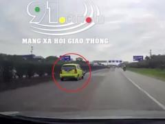 Video truy đuổi chiếc ô tô gây tai nạn rồi bỏ chạy như trong phim tại Hải Dương