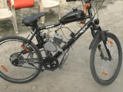 Cậu bé 14 tuổi chế tạo xe đạp tích hợp động cơ chạy xăng khiến nhiều người thán phục