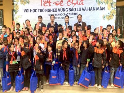Tỉnh đoàn Yên Bái tặng hơn 300 suất quà Tết cho thanh thiếu nhi