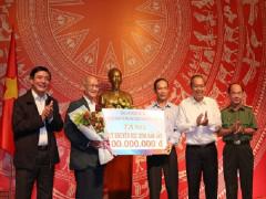 Phó Thủ tướng Thường trực Chính phủ trao học bổng cho Quỹ khuyến học Đắk Lắk