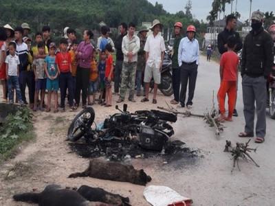 Nghệ An: Người dân đốt xe máy, đánh tử vong tên trộm chó ngay trên đường làng