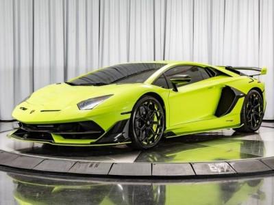 Cùng chào đón và gặp gỡ siêu xe Lamborghini Aventador SVJ cực hiếm với màu sơn như dạ quang