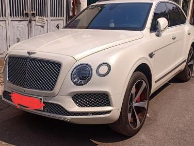 Bentley Bentayga V8 màu trắng xuất hiện trên phố Hà Nội, lý lịch của xe ít người biết đến