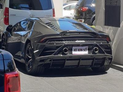 Sự thật bức ảnh siêu xe Lamborghini Huracan EVO mang tờ giấy