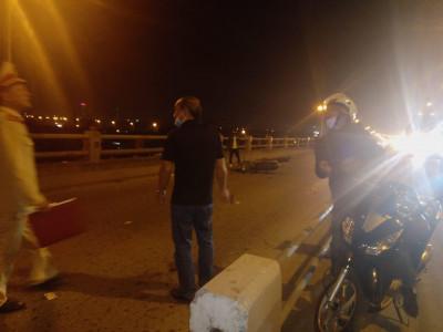 Người phụ nữ dắt con gái đi ăn xin trên cầu Thanh Trì nhiều năm qua bị xe máy tông tử vong