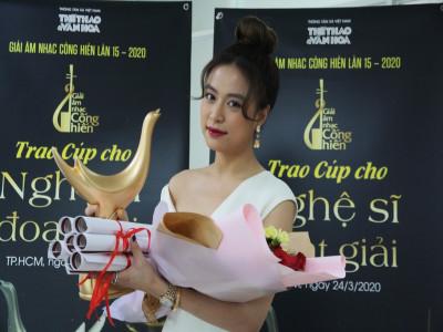 Hoàng Thùy Linh giành cú