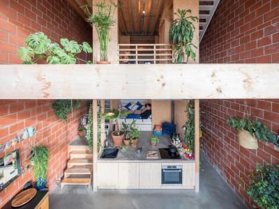 Lõi gỗ ấm áp xuyên suốt ngôi nhà 4 tầng ở Hà Lan