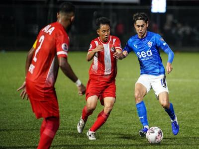 """Bóng đá Đông Nam Á chính thức """"đóng băng"""" vì Covid-19"""